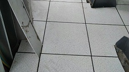 学校机房和电教室必需要安装防静电活动地板吗?