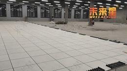 机房内,高架防静电活动地板的工作原理和作用是怎样的?